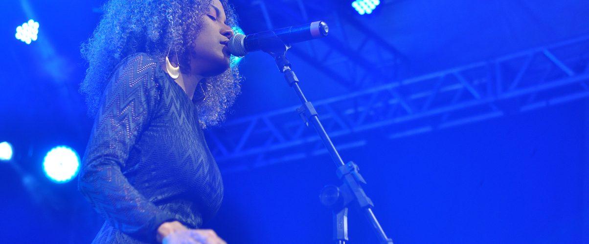 Música do norte do Brasil é representada por Jéssica Stephens. Cantora foi uma das 10 finalistas do Fenac