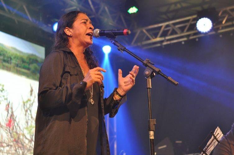 Tambor: Cláudia Ferrari lança álbum celebrando a diversidade cultural