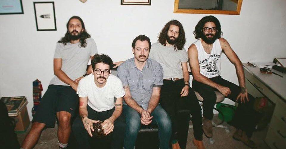 Banda do interior de SP que participou do 48º Fenac quer produzir disco de vinil com músicas inéditas