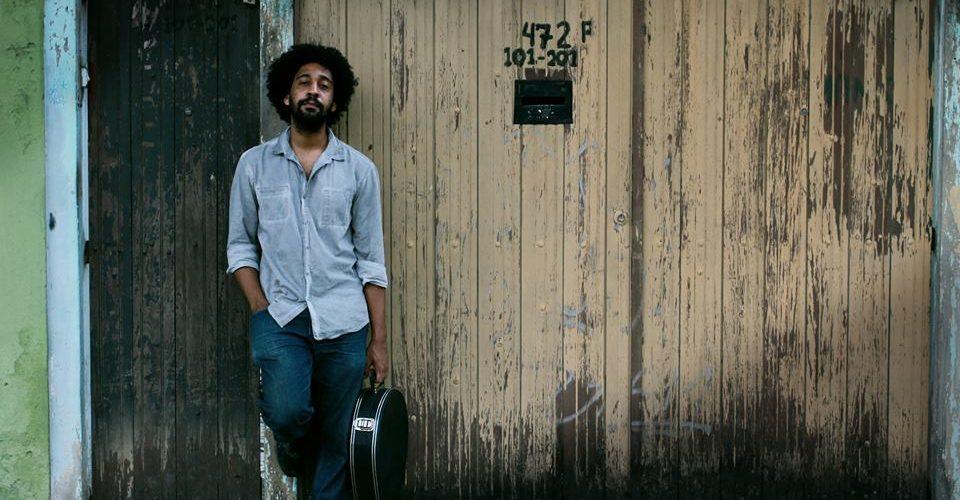 Percussionista e baterista: Thiago Kobe faz show em parceria com Nina Rosa