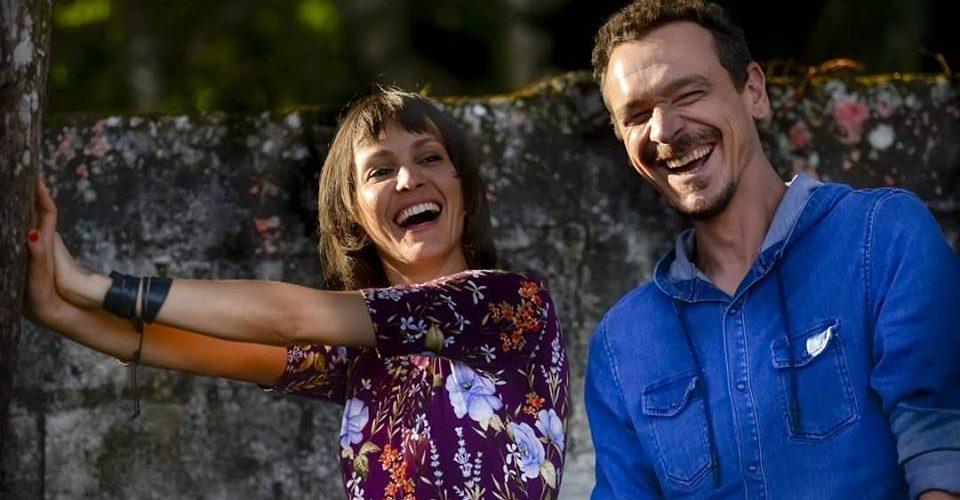 """Duas Casas apresenta """"Avançando Sinais"""" em programa de TV. Música foi a segunda colocada do 48º Fenac"""